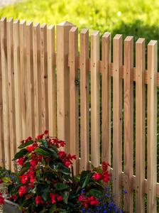 holzzaun aus lärche unbehandelt - holz im garten, Garten und bauen